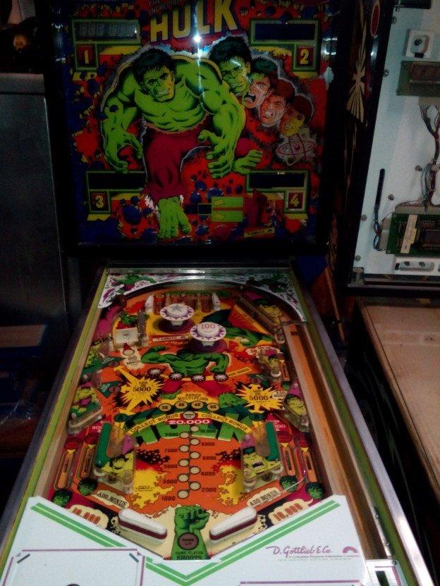 backglass-playfield-incredible-hulk-pinball-machine
